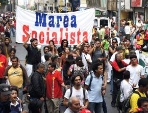 Marea Socialista supporters on the march
