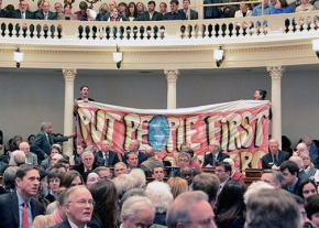 Demonstrators in Vermont interrupt Gov. Peter Shumlin's inauguration