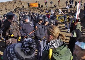 North Dakota riot police move in to make mass arrests at Standing Rock