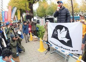 Antiwar veteran Rory Fanning speaks in solidarity with the movement against war in Japan