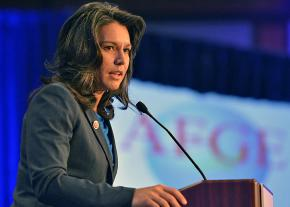 Rep. Tulsi Gabbard speaks at a union-sponsored lunch