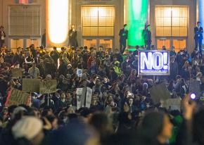 Some 2,000 people protest against right-wing provocateur Milo Yiannopoulos at UC Berkeley