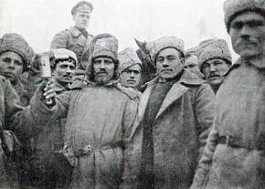 Russian infantrymen pose for a photographer during the First World War