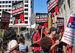 AT&T workers on the picket line in San Francisco