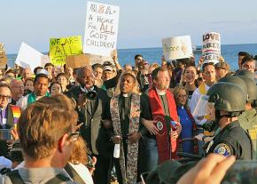 Anti-racists demonstrate in Laguna Beach, California