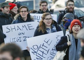 Students and community members protest Bannon at the University of Chicago