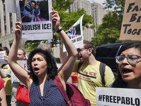 Immigrant rights advocates rally for Pablo Villavicencio