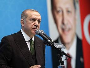 Recep Tayyip Erdoğan speaks at a campaign rally in Istanbul