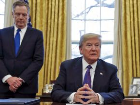 Donald Trump and U.S. Trade Representative Robert Lighthizer in the Oval Office