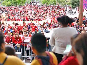 Los Angeles teachers rally for a fair contract