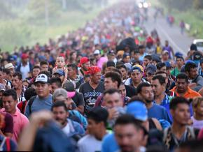 Thousands of Central American migrants caravan through Mexico