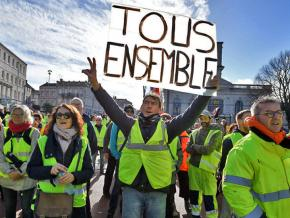 Protesters take to the streets against the Macron government in Charente-Maritime