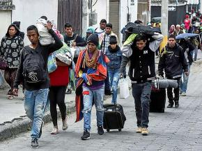 Venezuelan migrants making their way to Peru pass through Tulcán, Ecuador