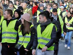 """Thousands of """"yellow vests"""" demonstrate against the Macron government in Paris"""