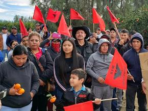 Farmworkers and their families build solidarity on the picket line in Kern County, California