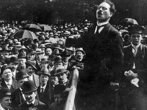 Karl Liebknecht speaks to a demonstration in 1911