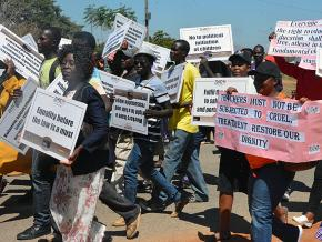 Zimbabwean teachers take to the picket line against the government